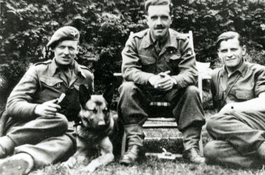 Members of 13 Parachute Battalion relax with a Para dog 1945. Copyright Airborne Assault Duxford